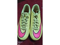 Uk 4 football boots