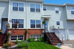 Immaculate 3 bed/2.5 bath with huge rooms & lots of space