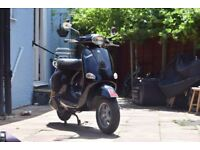 GLOSS BLACK VESPA ET4 - 125CC - 2002 - SCOOTER/MOPED - 10000 LOW MILEAGE - NEW MOT - WOMAN 3RD OWNER