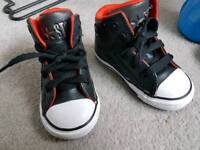 Size 6 genuine converse