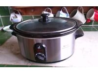 Lakeland 3.5 ltr slow cooker. In good condition as had very little use.