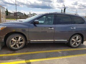 2014 Nissan Pathfinder SUV, Crossover