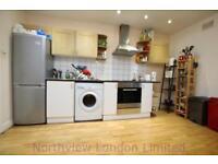 3 bedroom flat in Mayes Road, Wood Green, N22