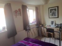 Double room in modern house close to town centre