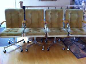 chaises sur roulettes
