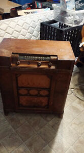 Early/Pre 1950's Electrohome Radio/Turntable