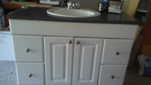 Meuble lavabo et robinet. Vanity and faucet