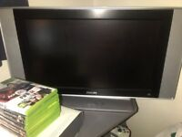 Selling Xbox 360 + Games + Phillips Tv