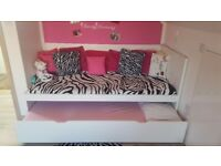 Single bed with underneath bed, 2 mattress, very good condition.