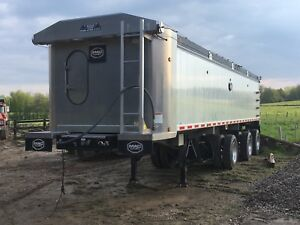 MAC TRI AXLE   SPIF DUMP. LIKE NEW