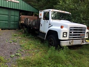 International truck for parts. Good tires