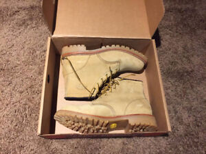 CHIPPEWA BRAND BOOT IN GOLDEN BEIGE NUBUCK LEATHER SIZE 11.5