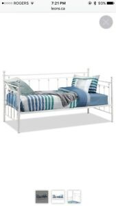 White daybed