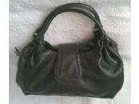 LADIES DARK CHOCOLATE BROWN & GOLD TONE HOOP HANDBAG. Good Condition.