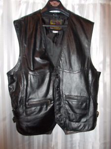 motorcycle black leather men's vest /  size x large , like new.