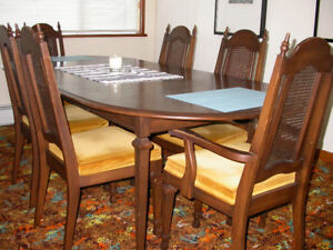 Dining Table only. Kroehler Canada. Wood. Vintage 70s.