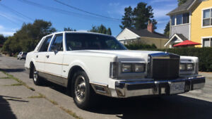 1988 Lincoln Town Car White Sedan