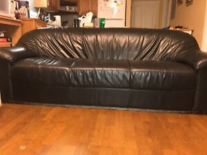 Black Leather Couch in good condition