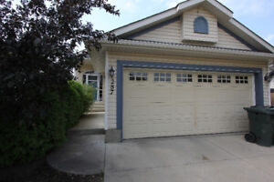 Walking distance to Tri-Leasure Center, schools and shopping!