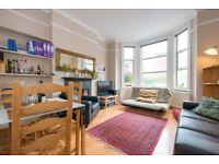 2 bedroom flat in Rutland Park, London, NW2