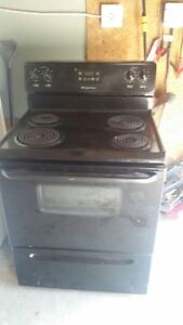 Frigidaire Electric Stove (can deliver)