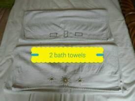 2 Cream bath Towels