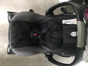Britax car seat and two bases