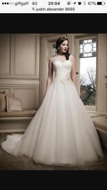 Wedding Dress * Justin Alexander * Size 10 *Ivory