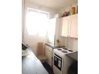 Nice share room available now in clean flat, 3min walk to Hammermsith Station *** no extra ***