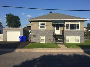 Appartment / home 2 bedrooms w/garage