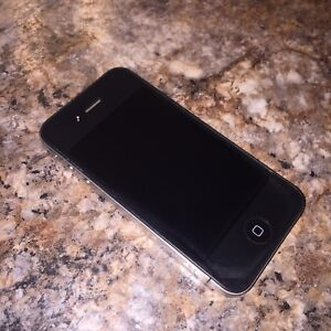IPHONE 4 A VENDRE/FOR SALE (16GB)