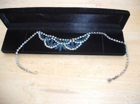 1950's Vintage ladies Neckless (2 small stones missimg)