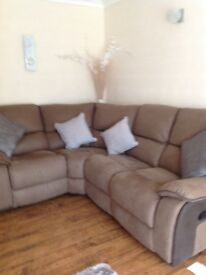 Corner sofa splits Into 4pieces ex condition, pick up only