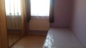 Very clean single room £85 pw inclde bills in Barking for working profesienal