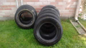5 pneus 195/70R14 et 2 pneus 185/75R14