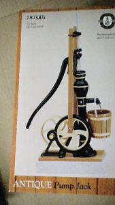 Antique Pump Jack 1/7th scale by Ertl, diecast mint in box