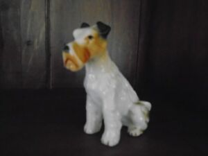 figurine chien Fox-Terrier en porcelaine 3.5 po. de haut