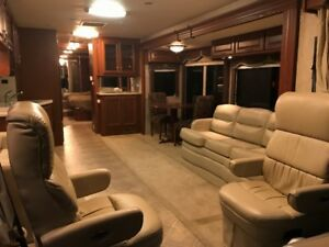 2007 Diesel Pusher Valencia 40Ft **LIKE NEW CONDITION**