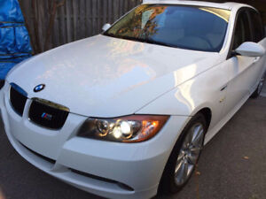 BMW 325i (3 series)Fully equipped,137 000 km,CarProof available.