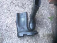 Safety wellies size 8