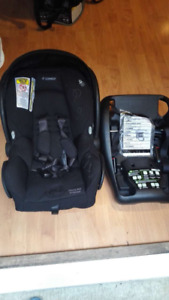 MAXI COSI, baby carseat and adapter
