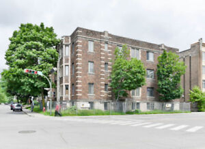 Beautiful 4 1/2 located right next to Dawson College Westmount