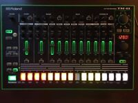 Roland TR8 Drum Machine, great condition. 808+909 packs. Boxed