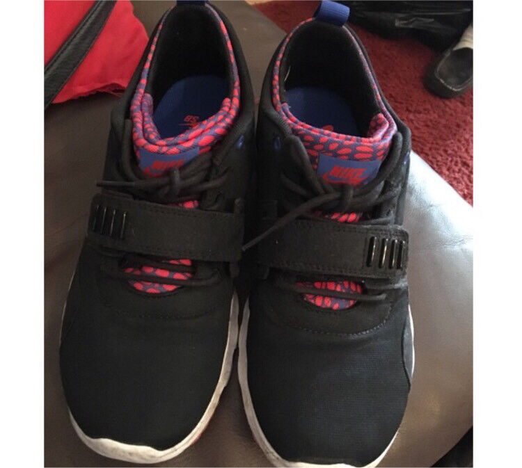 NIKE RUNNING TRAINERS size 6in Warrington, CheshireGumtree - Size 6 Nike running trainers, could also fit a 5. So comfy, worn a few times. Few scuffs as shown, but other than that, great condition