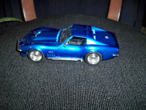 CORVETTE STING RAY 1969 1/24TH SCALE METAL MODEL CAR