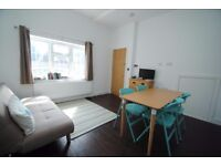 A lovely one bed flat with modern kitchen and bathroom close to local shops and transport facilities