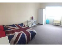 1 double room for 5 months (Palmeira square)