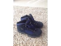 New Men's Hi-Tec walking boots leather uppers size 9