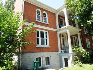 4 Bedroom House - walking distance to Queen's, KGH & Downtown