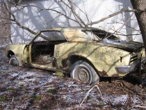 Carcasse Pontiac Firebird '68 avec enregistrement et no. série